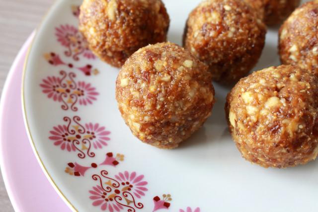 basisrezept-raw-vegan-energy-balls-rezept