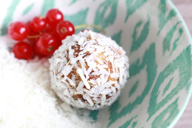 vegan-raw-energy-balls-cocos-limette-rezept