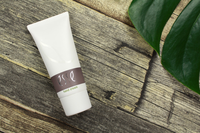 esse-organic-skincare-hand-cream