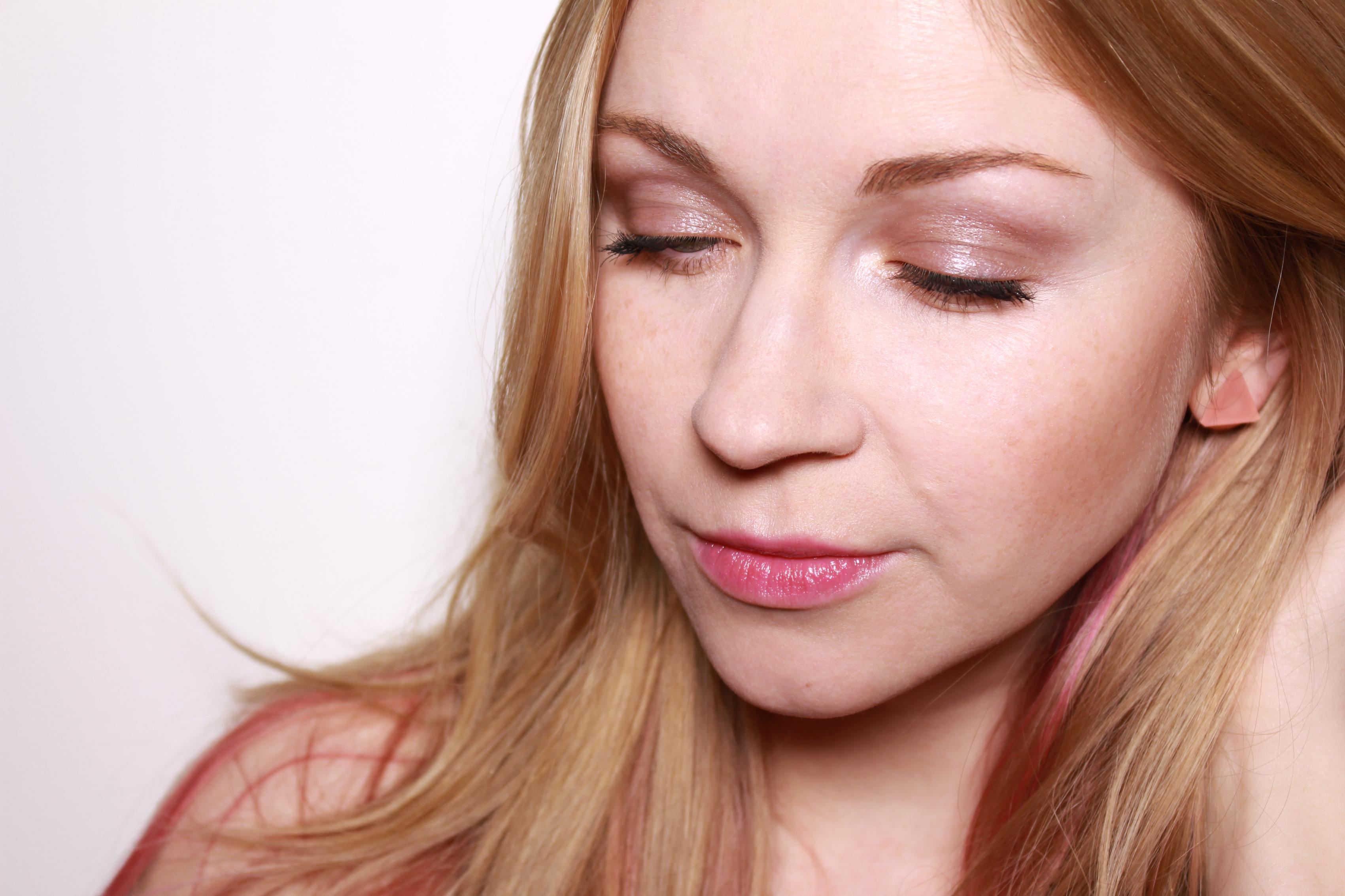 lavera-dramatic-eyecream-soul-plum-02-swatch
