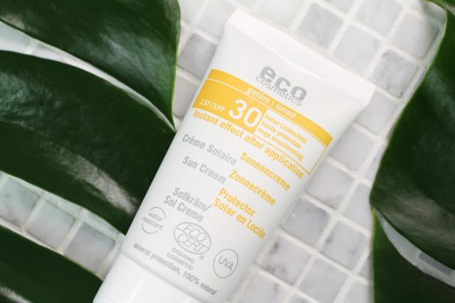eco-cosmetics-getönte-sonnencreme-lsf-30-naturkosmetik