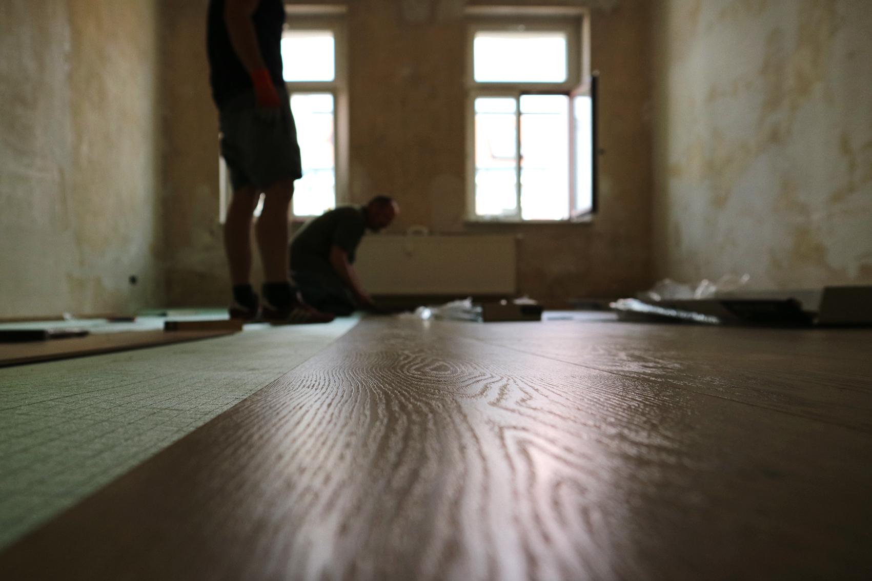 laminat-dielungsoptik-landhaus-verlegen