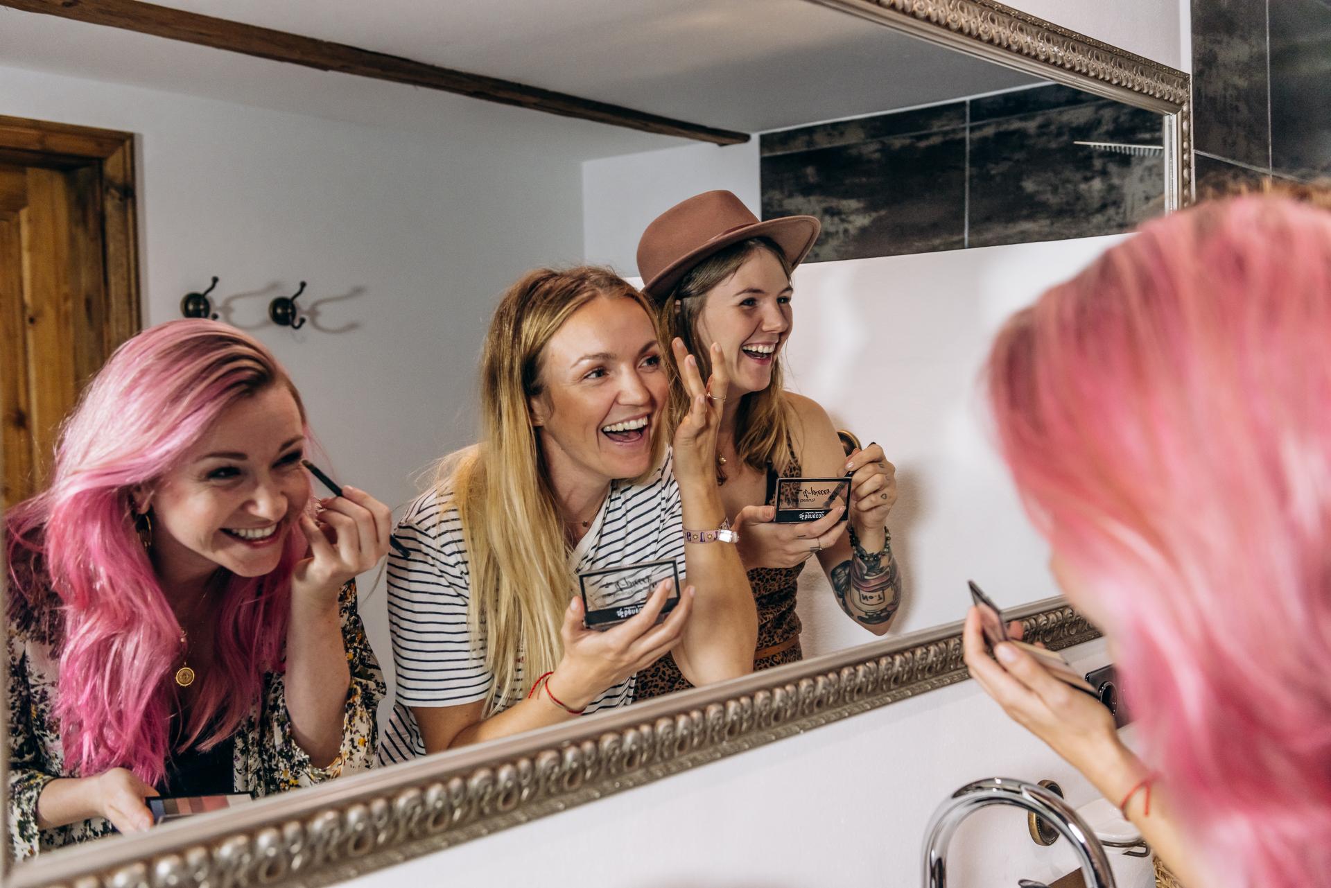 benecos it-pieces Mädchen schminken sich